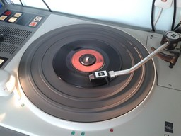 7_record_spinning_small
