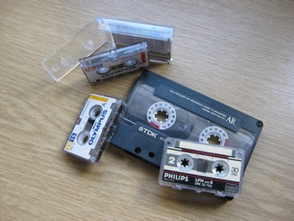 Mini- and microcassettes compared to a 'compact' cassette